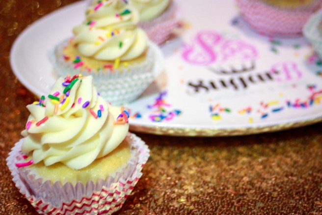 Vanilla Cupcakes with Cake Batter Frosting-2905