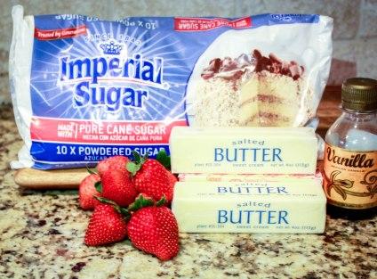 White Velvet Strawberry Buttercream Cake-2391