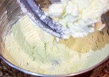 White Velvet Strawberry Buttercream Cake-2393