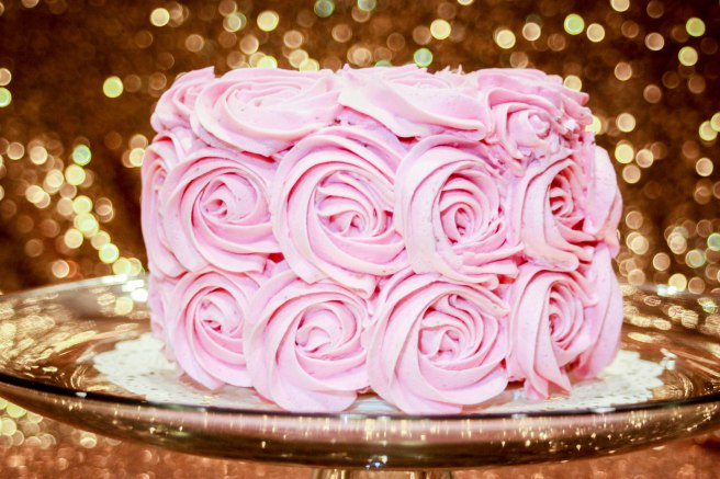 White Velvet Strawberry Buttercream Cake-2755