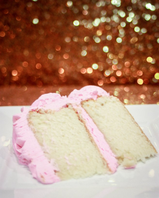 White Velvet Strawberry Buttercream Cake-2765